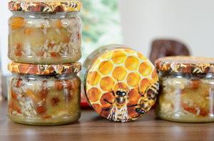 Ořechy a sušené ovoce v medu