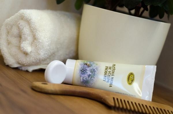 pleťová maska se včelími produkty, koupelna