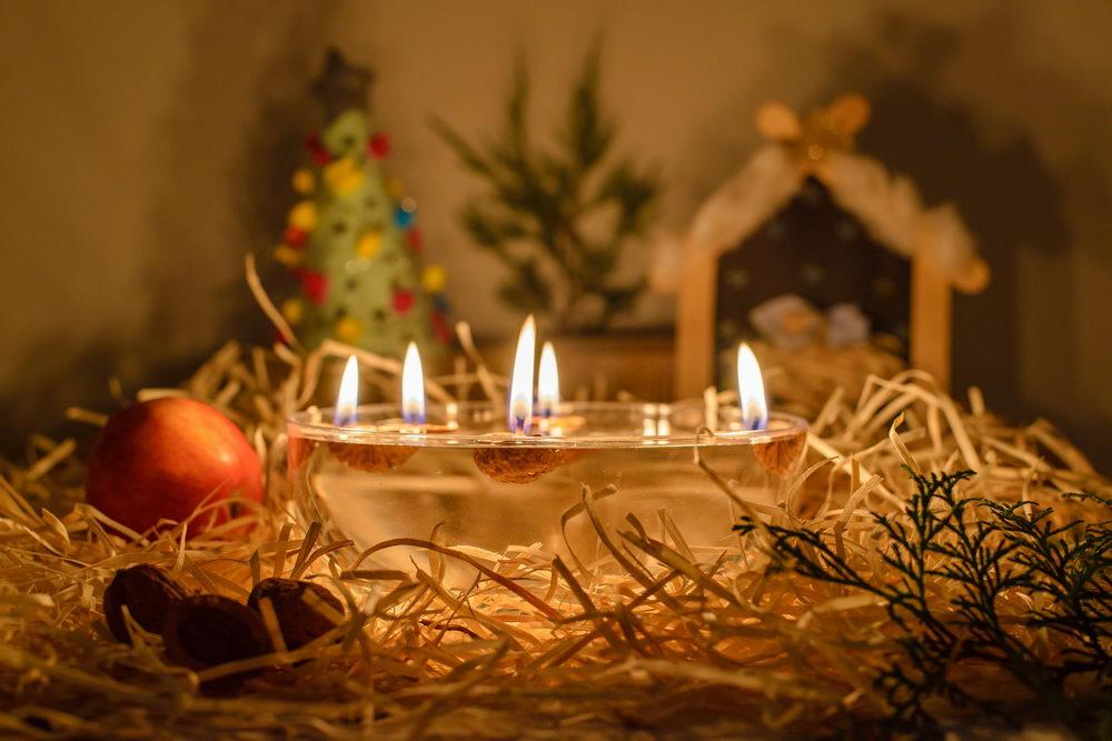 vánoční zvyk pouštění lodiček, pouštění skořápkových lodiček