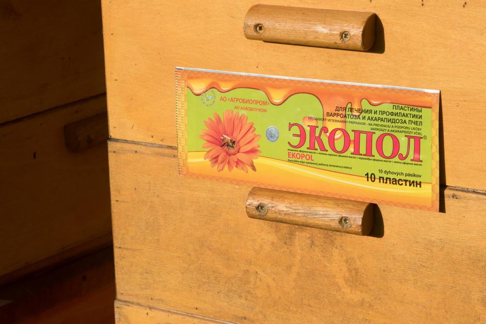 přírodní prostředek proti Varroáze a Akarapidóze včel