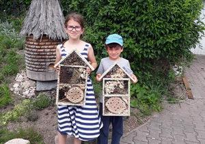 výroba hmyzích hotelů v Potštejně