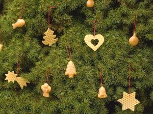 výroba domácích vánočních ozdob ze včelího vosku