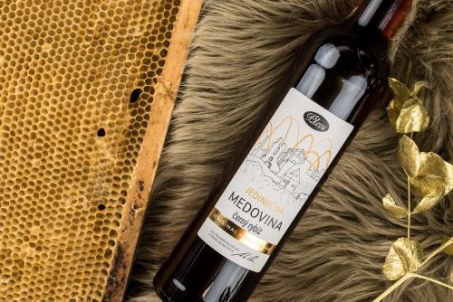 Zimní medovina s černým rybízem 0,5l, limitovaná edice, Pleva