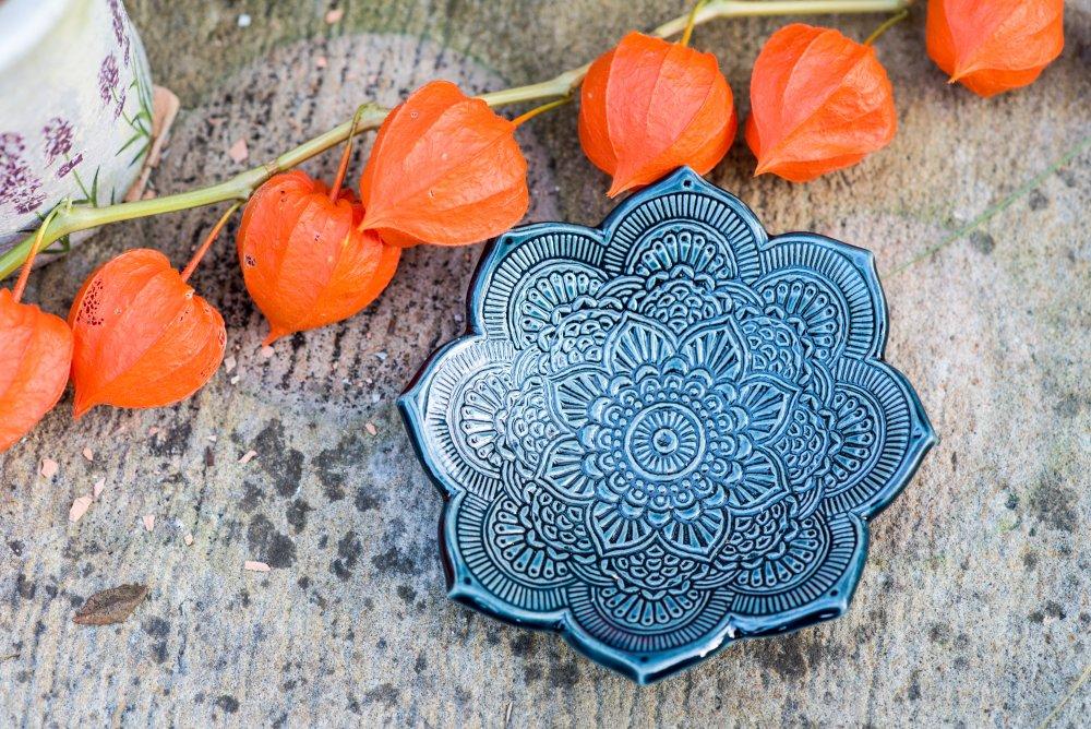 Keramický svícen mandala - bouřkově modrá