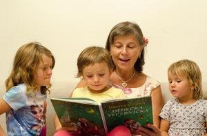 babička čte dětem, Hanka Plevová