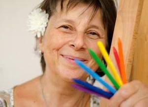 Hanka Plevová maluje, pastelky