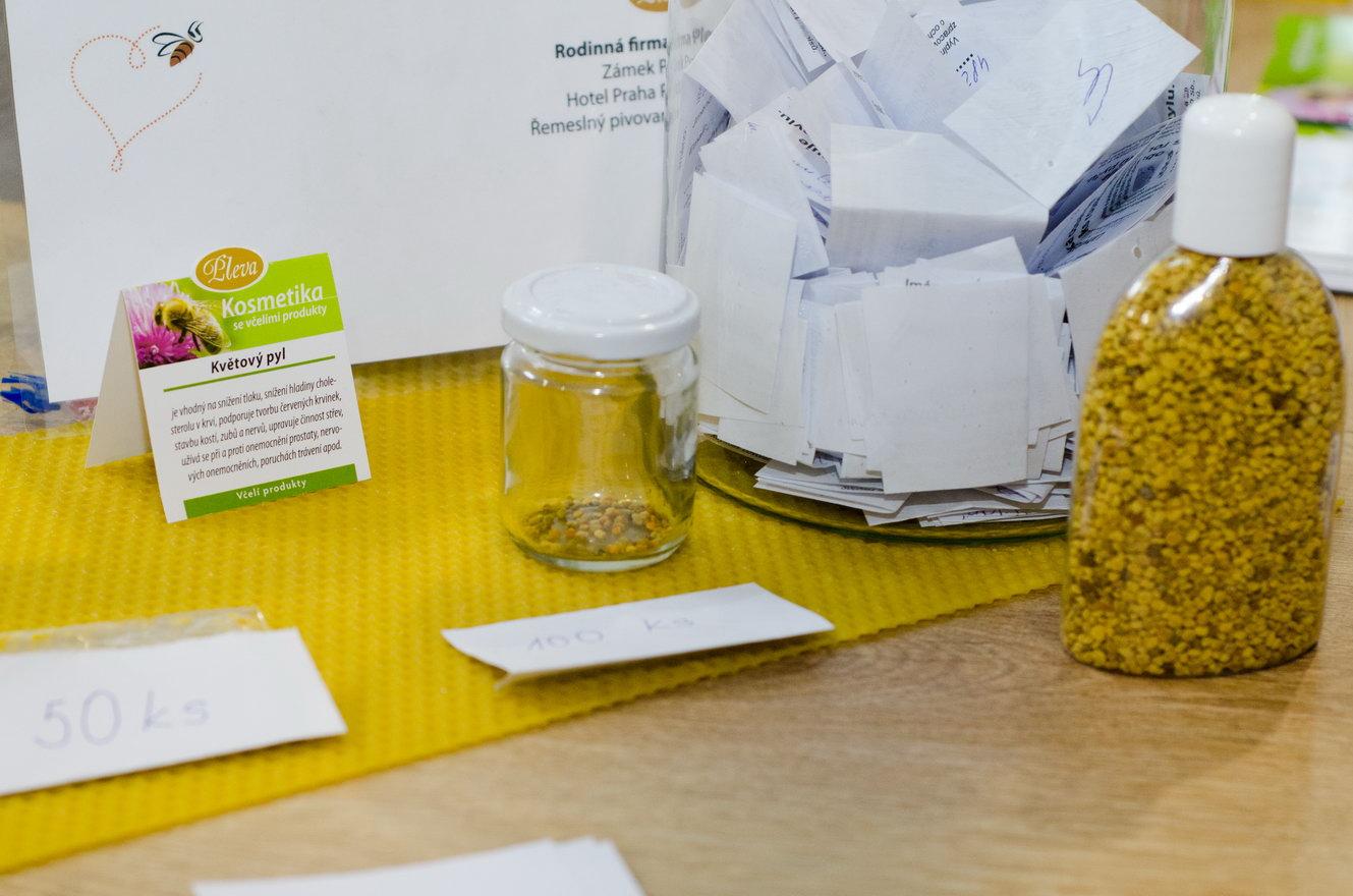 Soutěžní lahvička s rousky pylu