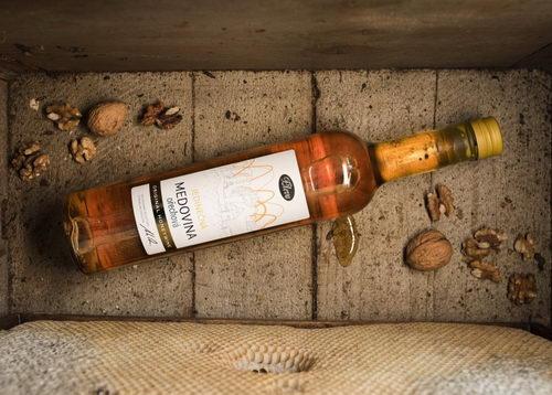 Vánoční medovina z mladých ořechů 0,5l, limitovaná edice, Pleva
