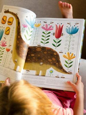 Dětská ilustrovaná velkoformátová kniha Včely, Piotr Socha, Pleva