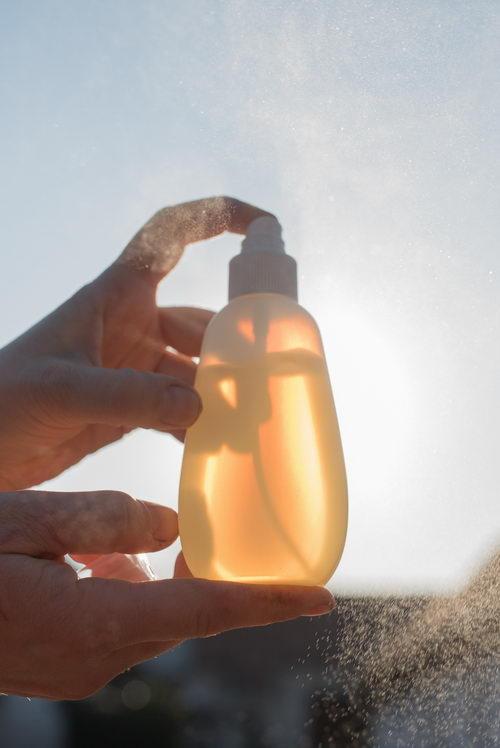 čistící sprej na ruce s vysokým obsahem alkoholu a propolisem