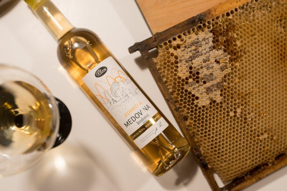 Divoká broskvová medovina 0,5l, limitovaná edice, Pleva