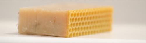 Podložka ze včelího vosku namýdle s levandulí