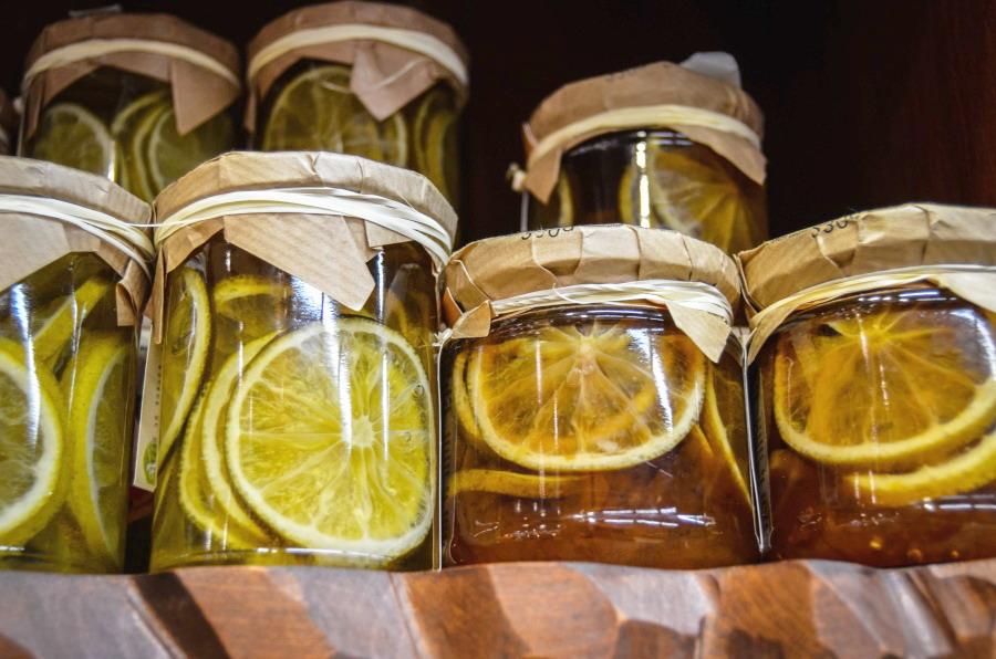 nakládání ovoce do medu