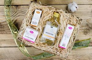 Dárkové sady, včelí med, medovina, kosmetika se včelími produkty, pleva