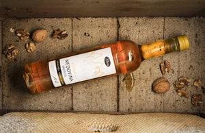 Vánoční medovina z mladých ořechů 0,5l – limitovaná edice
