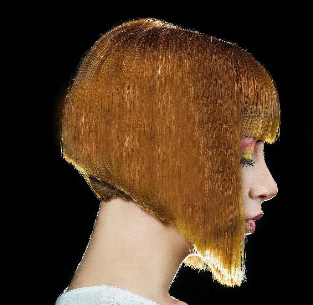 střihy pro jemné vlasy, asymetrické mikádo