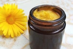 Bylinná mast ze včelího vosku, měsíčková mast
