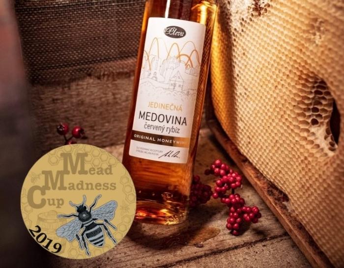 Jiskřivá medovina s červeným rybízem 0,5l - limitovaná edice