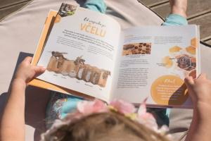 nakladatelství kazda, knihy o včelách, knihy o přírodě