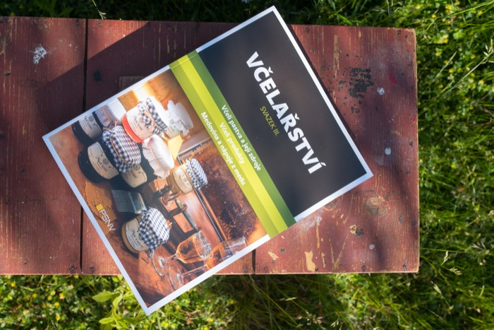 Kniha Včelařství - III. svazek