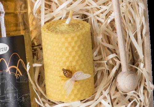 dárková kazeta, svíčka ze včelího vosku, špendlík včelka Pleva