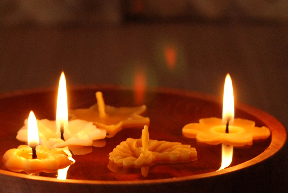 Vánoční plovoucí svíčky ze včelího vosku Pleva