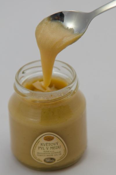 květový pyl v medu - pleva