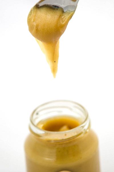 Do medu stačí přidat mletou skořici