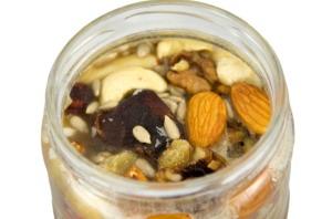 Ořechy a sušené ovoce v medu detail
