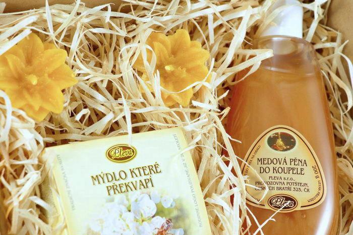 dárková sada Medové koupání, Medová pěna do koupele, plovoucí svíčky ze včelího vosku