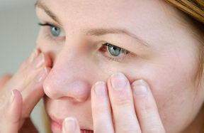 Medový oční krém, masáž očního okolí