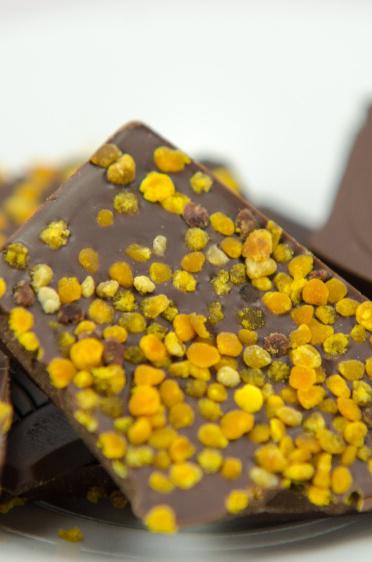 75% tmavá, hořká čokoláda, pyl