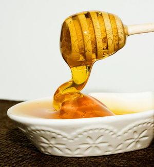 med stékající do misky