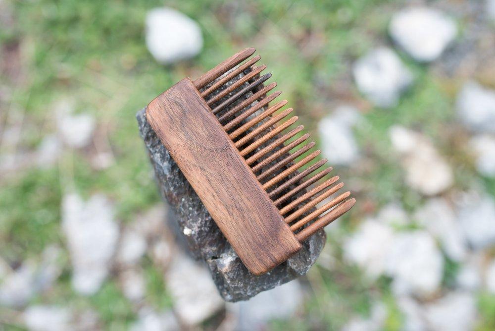 dřevěný hřeben pro kvalitní rozčesání vlasů