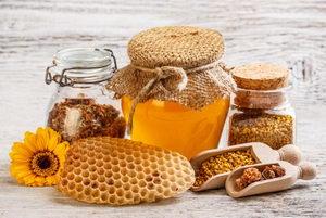 Co je to apiterapie, léčení včelími produkty